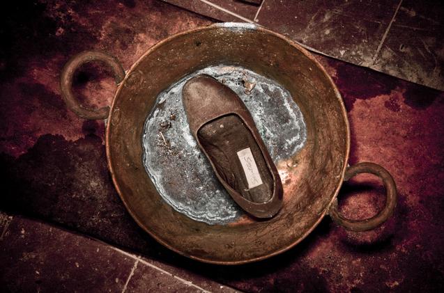photographer grandmother death shoe
