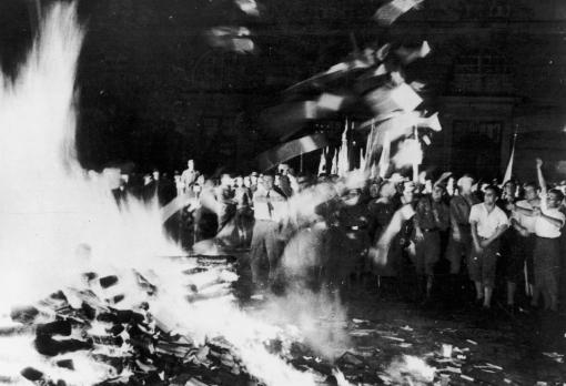 quema de libros fuego