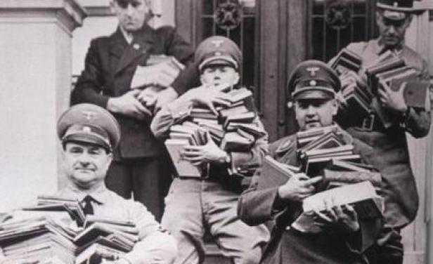 quema de libros nazis