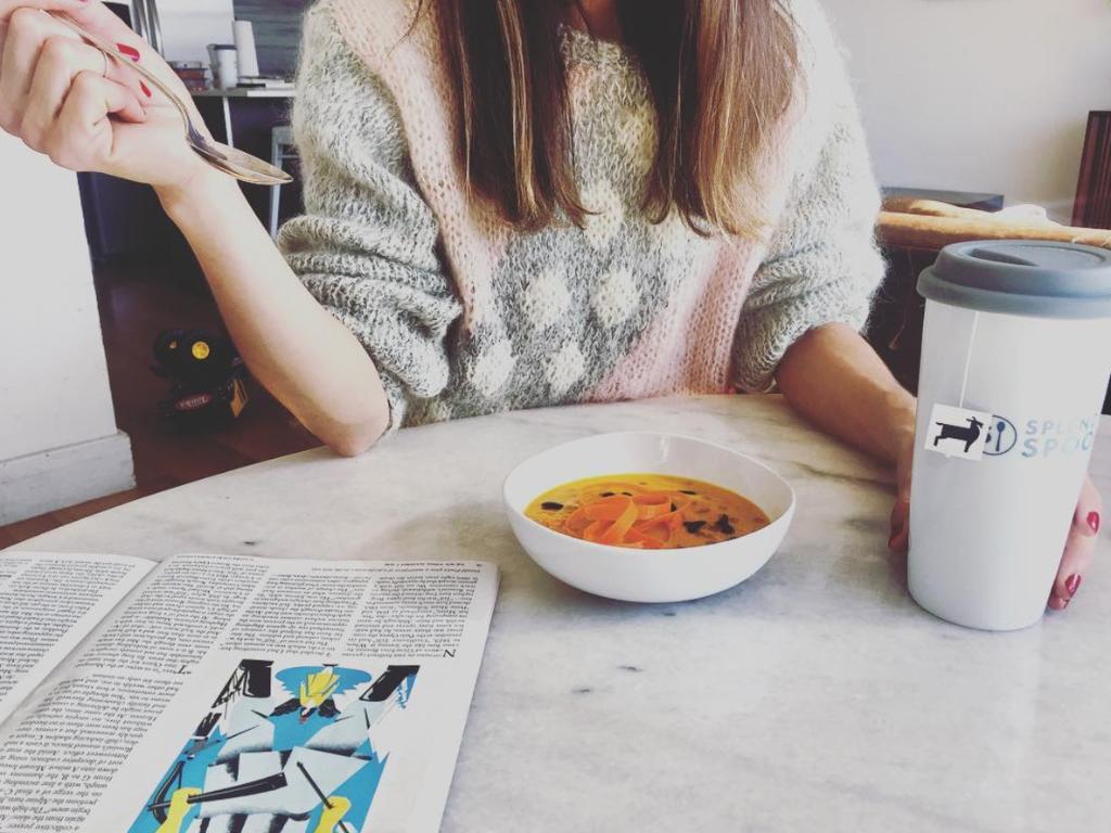 sopa en mesa souping