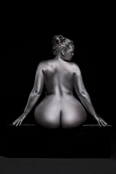 Photographs That Show Feminine Sensuality Through Curves back-w636-h600