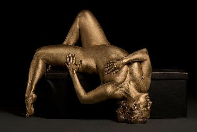 Photographs That Show Feminine Sensuality Through Curves gold-w636-h600