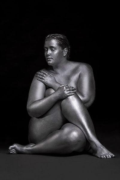 Photographs That Show Feminine Sensuality Through Curves knot-w636-h600