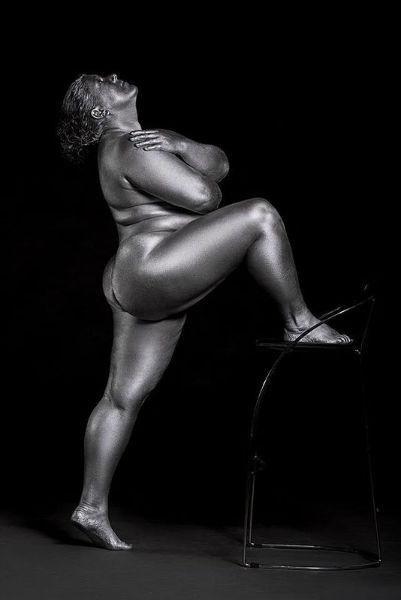 Photographs That Show Feminine Sensuality Through Curves leg chair-w636-h600