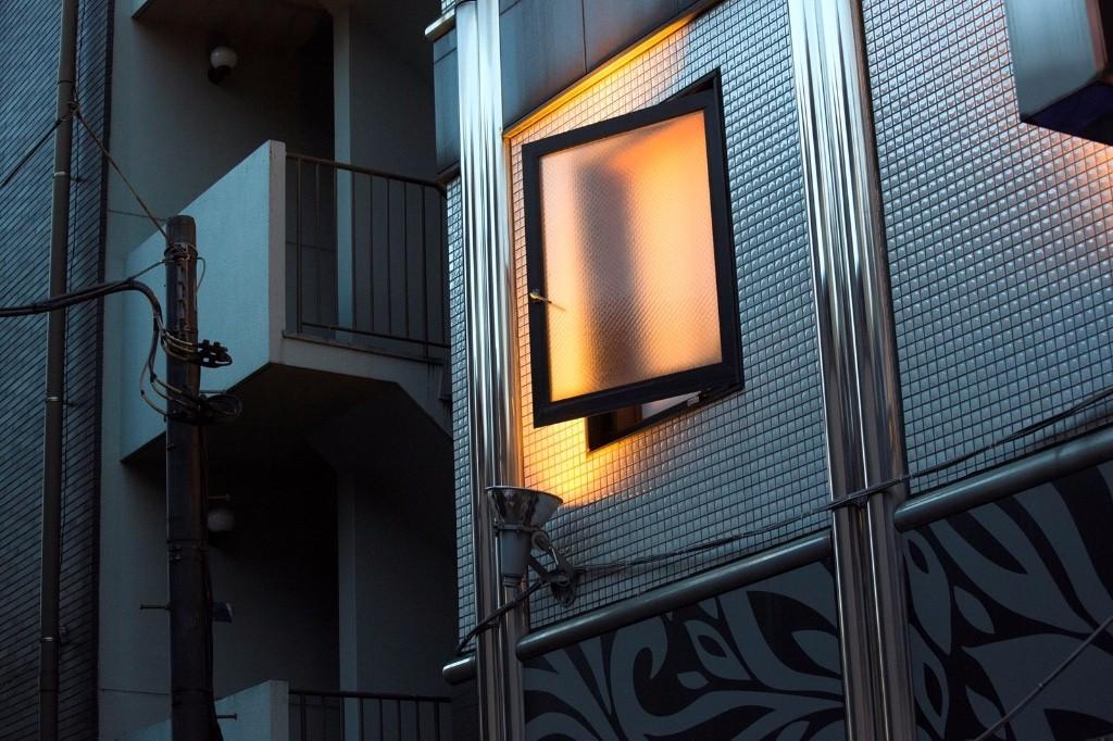 Window Japan Love Hotel Bertrand