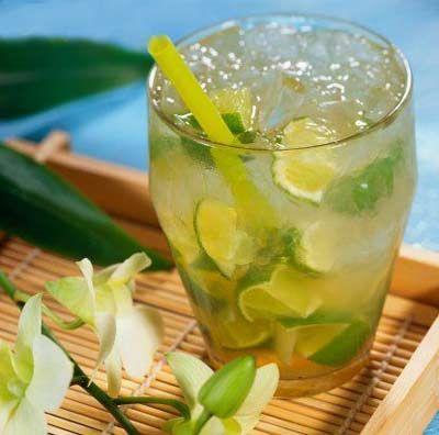 bebidas con vodka caipirinha