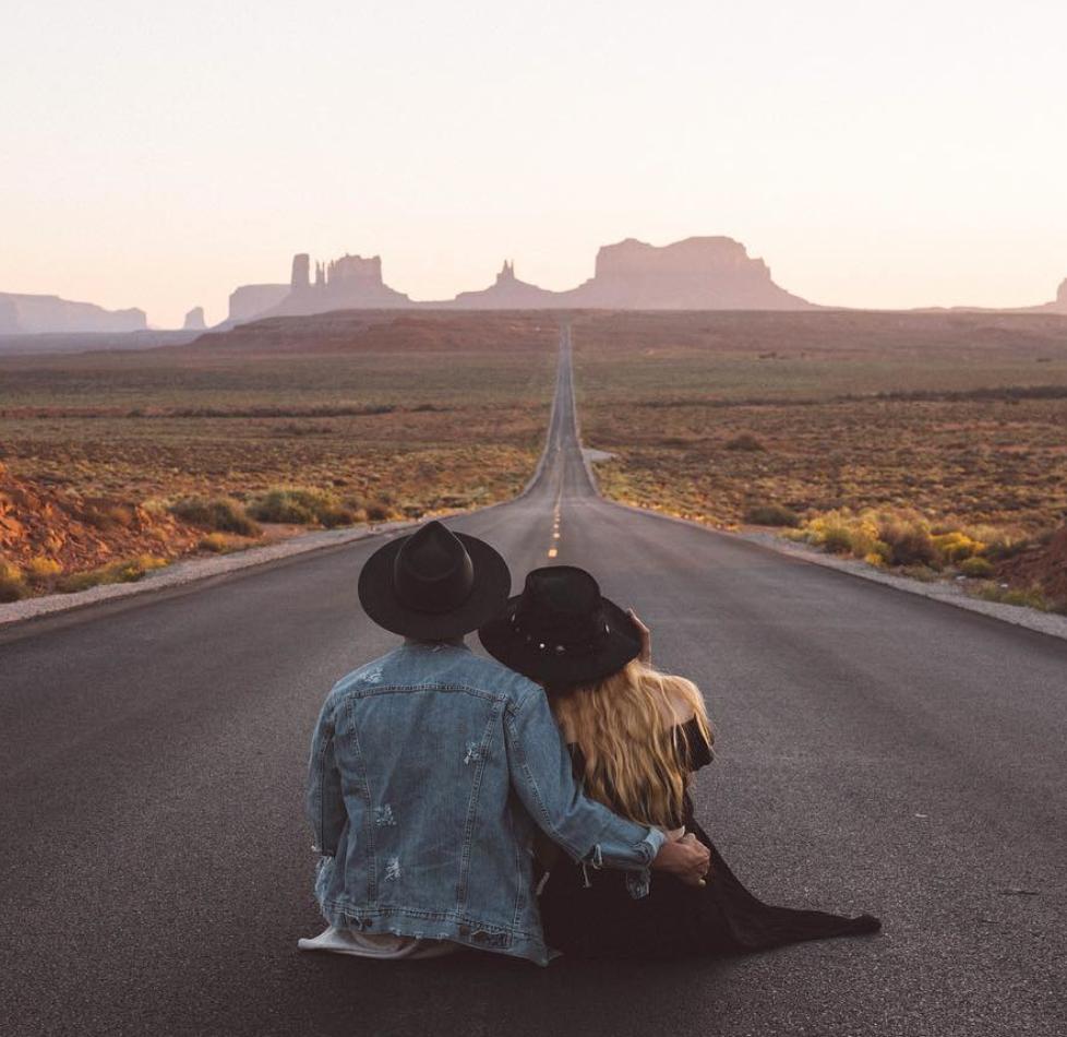 cosas romanticas que hacen las mujeres carretera