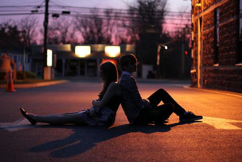 darte un tiempo con tu pareja espaldas