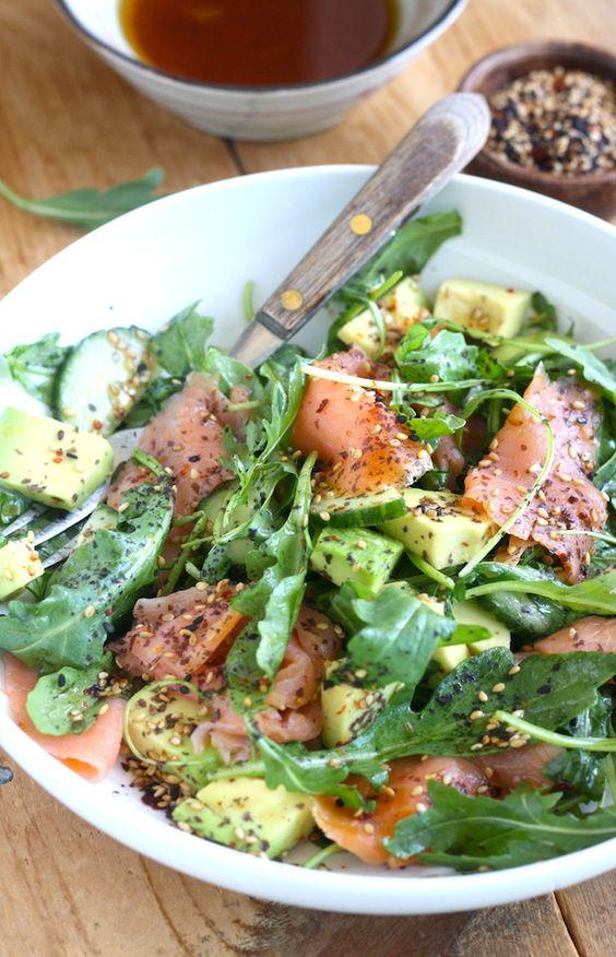ensalada de salmon alimentos que mejoran el animo