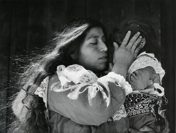 mujeres-munal-Caricia-Mariana-Yampolsky-1999-San-Simon-de-la-Laguna-Estado-de-Mexico-c