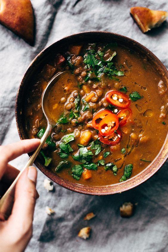 sopa de lentejas alimentos que mejoran el animo