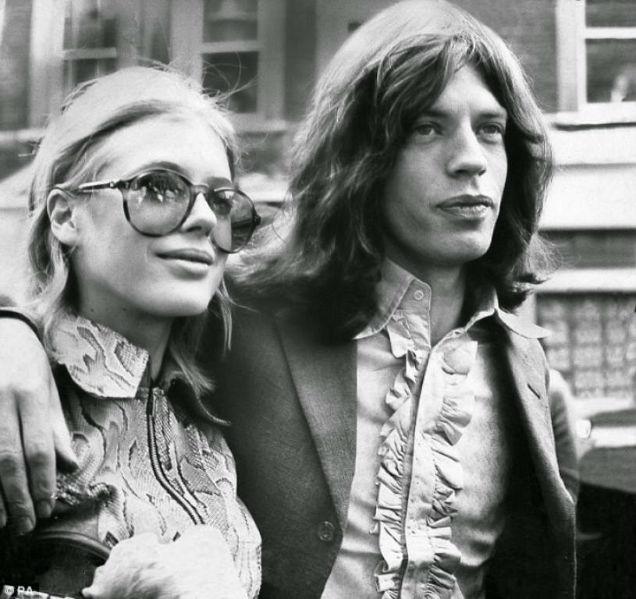 Mick Jagger Marianne Faithfull Mars Bar Couple-w636-h600