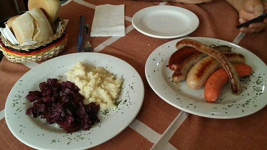 Nibelungengarten comida alemana mesa