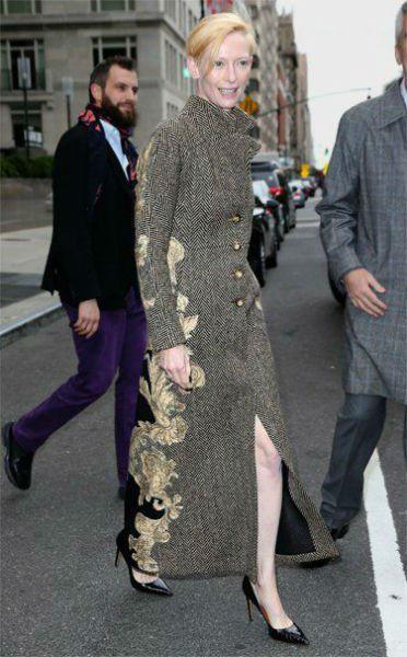 Tilda Swinton Fashion Lessons Baroque-w636-h600