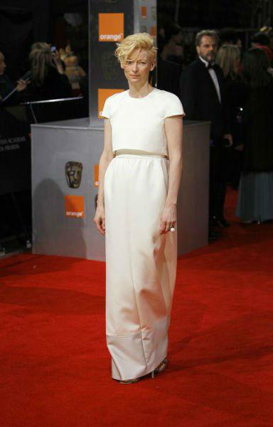 Tilda Swinton Fashion Lessons White ensemble-w636-h600
