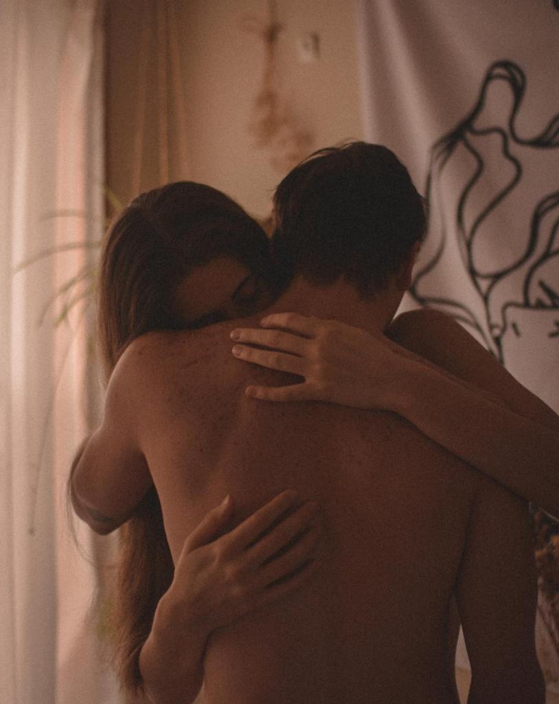 abrazo tipos de relaciones de pareja