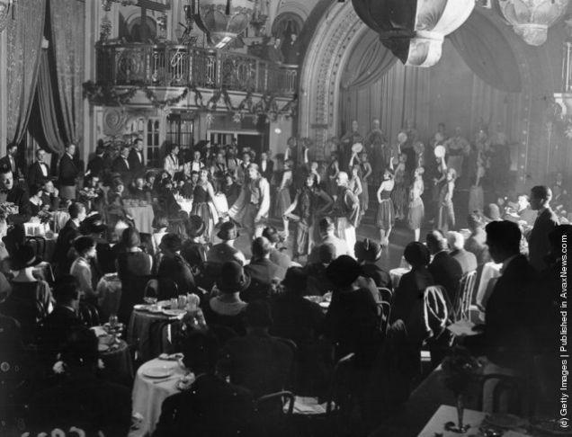 belle epoque cabaret photos audience-w636-h600