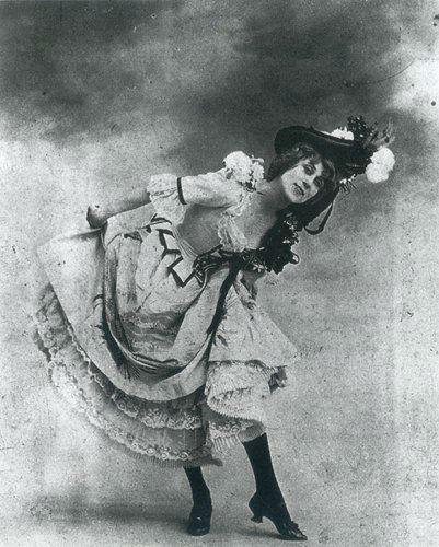 belle epoque cabaret photos black stockings-w636-h600