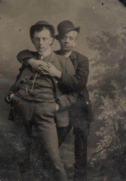 foto vintage hombres abrazo