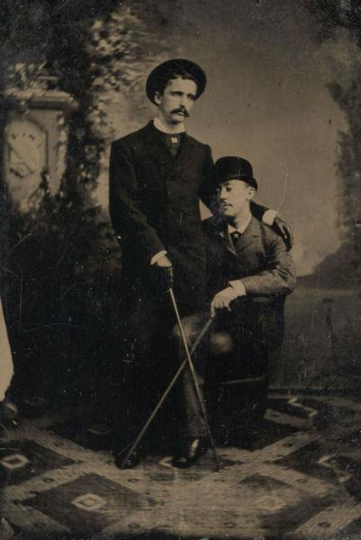foto vintage hombres bastones