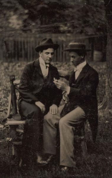 foto vintage hombres libro