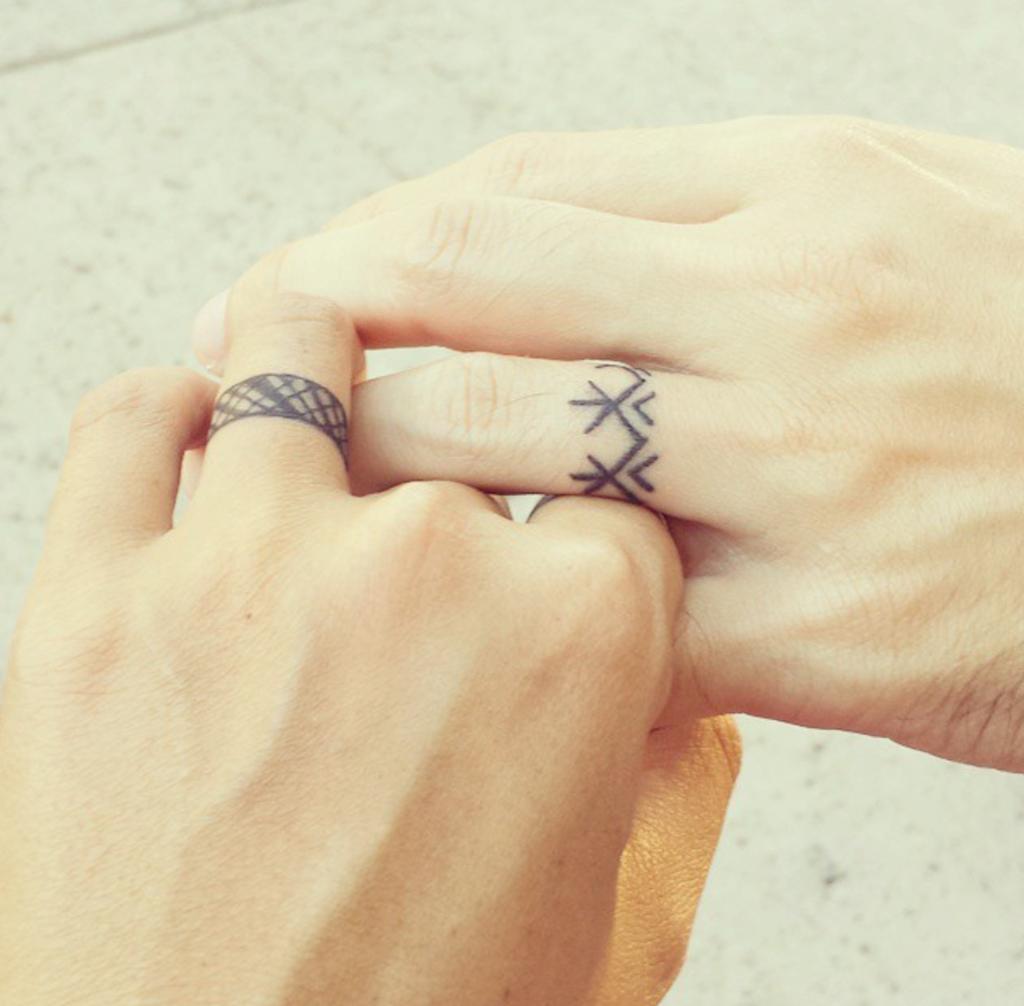 lineas tatuajes de compromiso