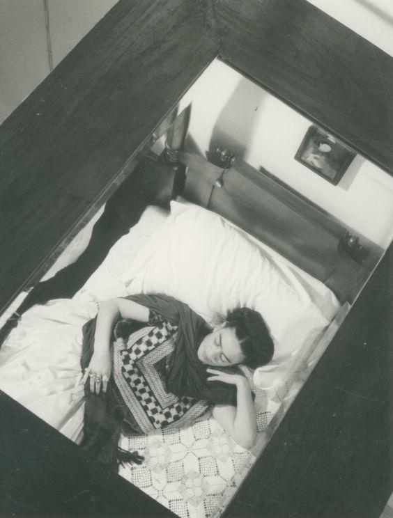 lola alvarez bravo frida en cama