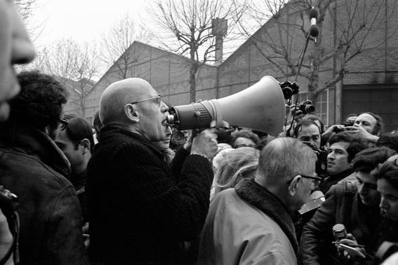 megafono ensenanzas de Michel Foucault