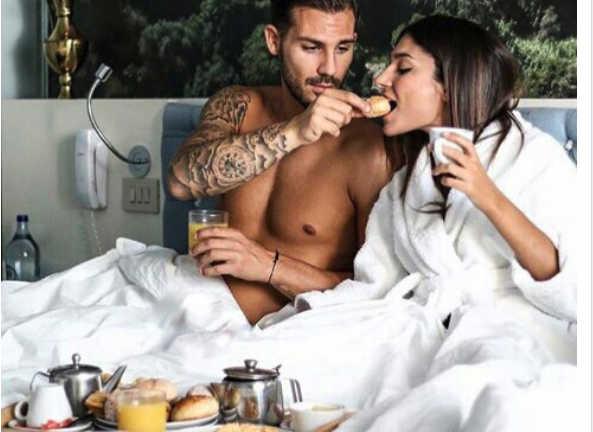 mentiras de los alimentos afrodisiacos pareja desayunando