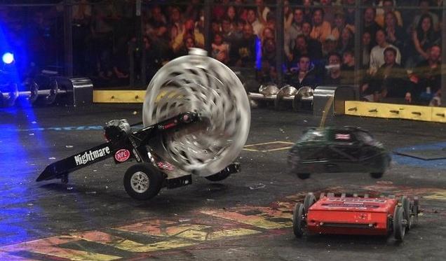 peleas ninos robots