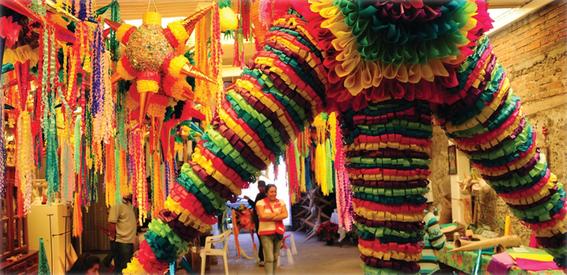 tradiciones adoptadas por México piñata