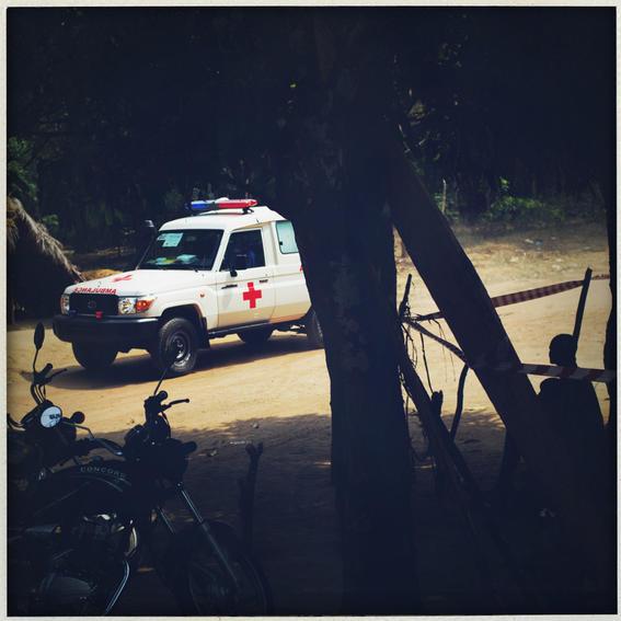sobrevivientes al ebola en africa ambulancia