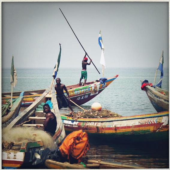 sobrevivientes al ebola en africa barcos
