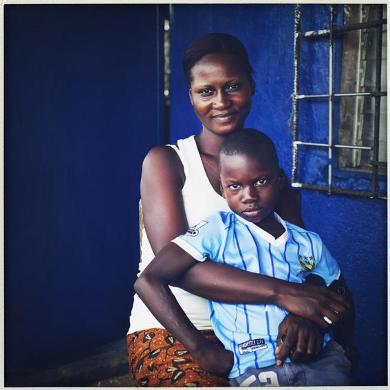 sobrevivientes al ebola en africa mama