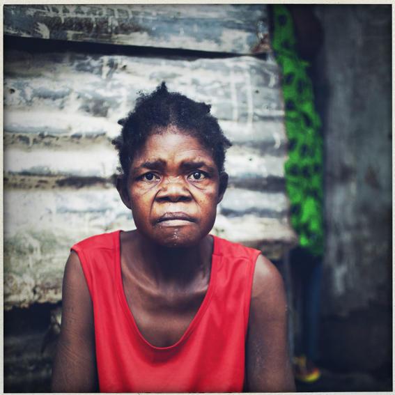 sobrevivientes al ebola en africa viejita