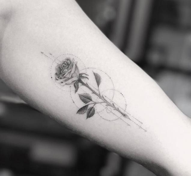 tattoo artists rose circle-w636-h600