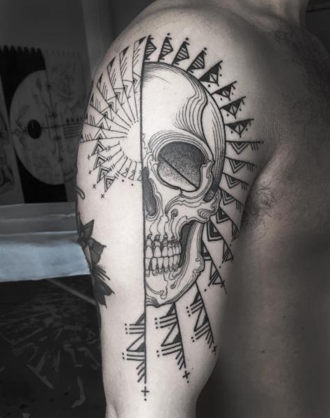 tattoo artists skull-w636-h600