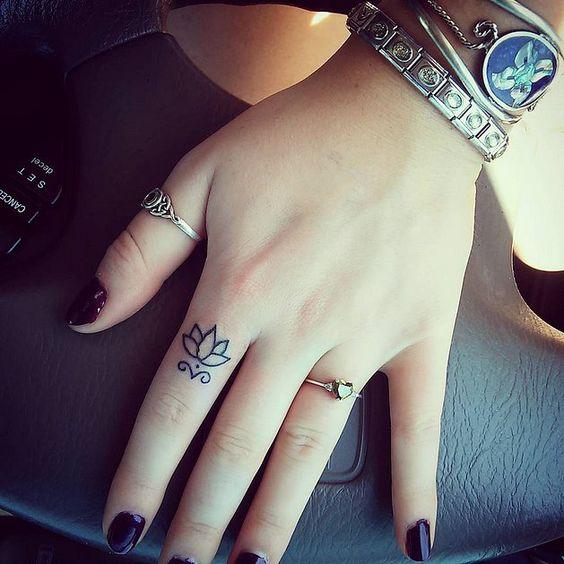 Tatuajes En Los Dedos Para Mujeres Discretas Y Femeninas Diseño