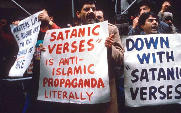 versos satanicos propuesta