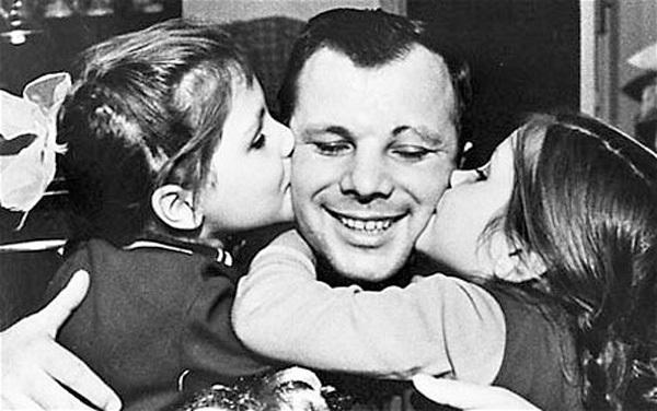 Yuri Gagarin with his daughters