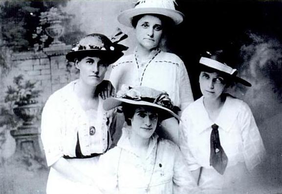 150 anos de amor entre mujeres vestidos