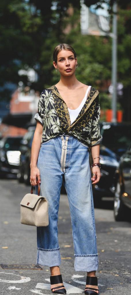 blusa como combinar tacones y pantalones