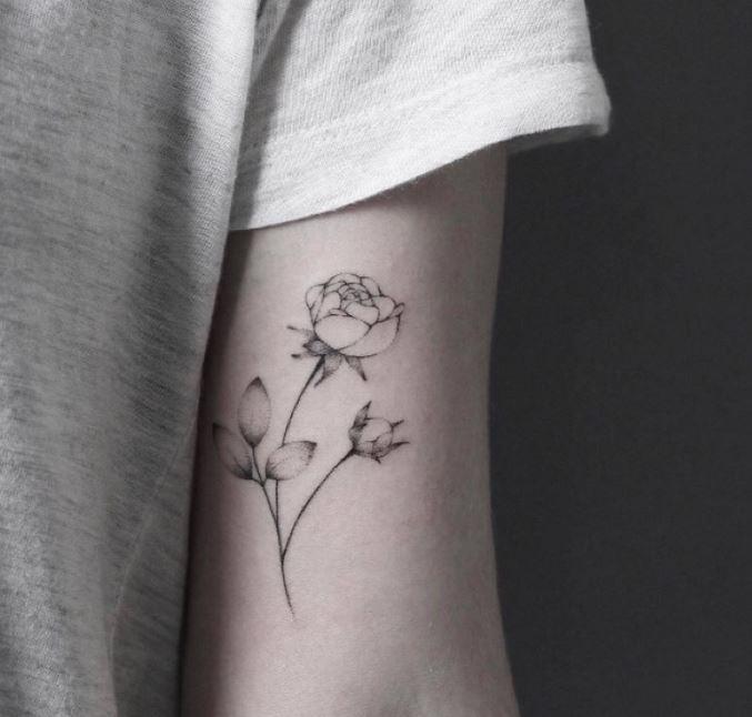 gris pequenos tatuajes de rosas