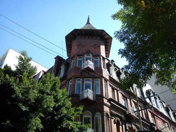 la casa de las brujas en la roma arboles -w636-h600
