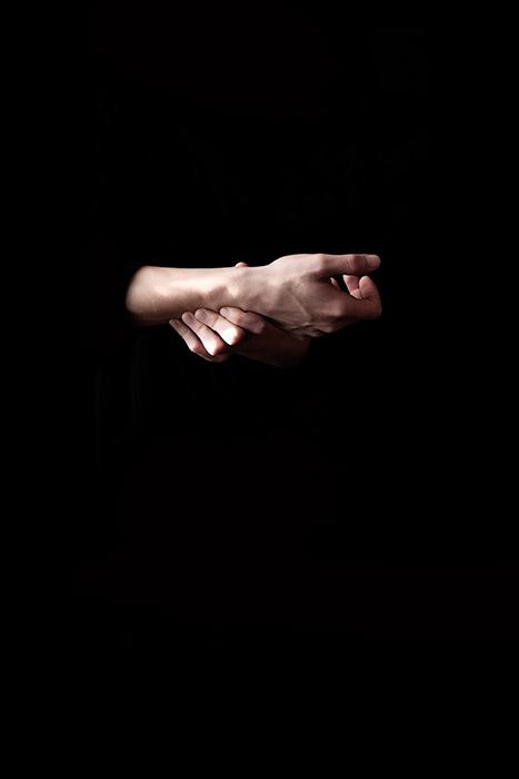 manos Esthaem