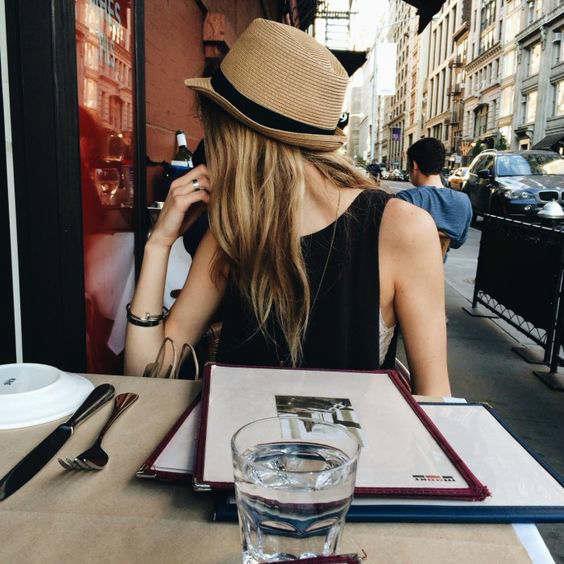 platillo gente elegante sombrero-h600