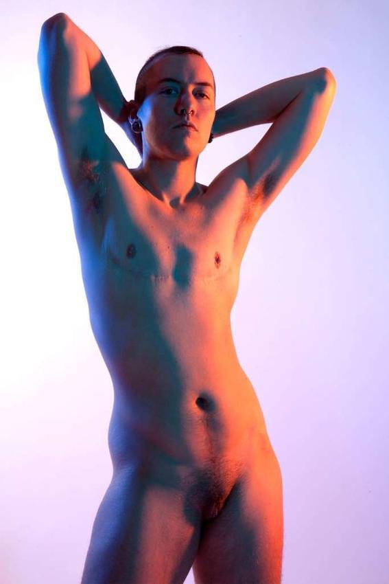 rapa Maggie West desnudos neon