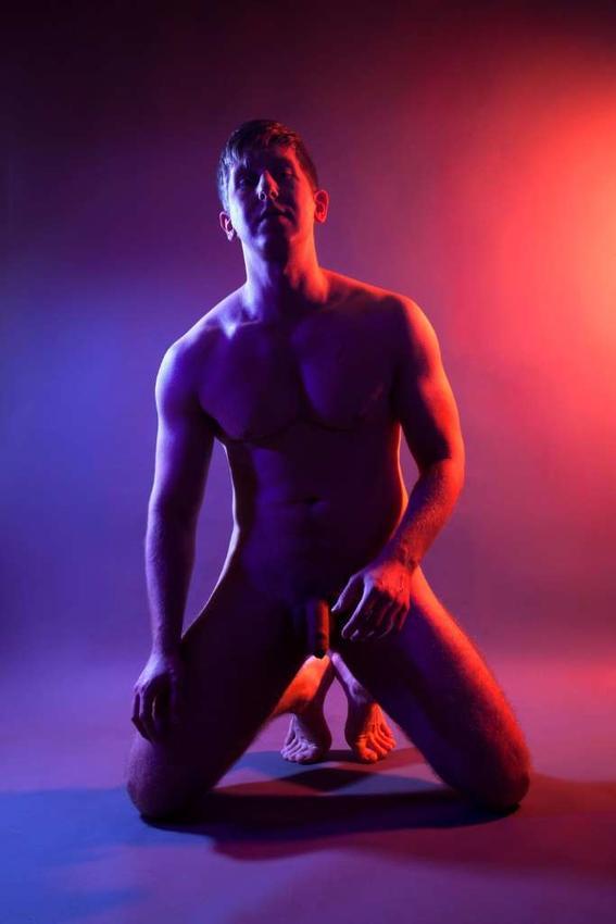 rodilla Maggie West desnudos neon