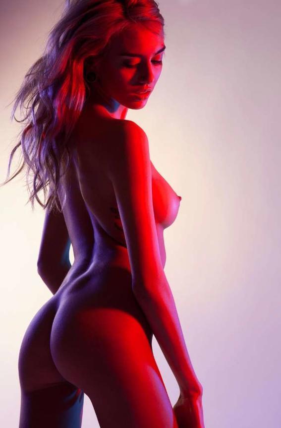 roja Maggie West desnudos neon