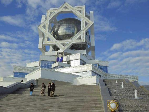 viajar a turkmenistan bola -w636-h600